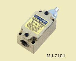 MJ-7101 nyomócsapos végálláskapcsoló